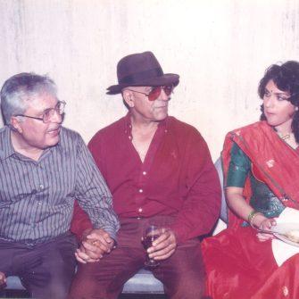 N.N. Sippy with Amrish Puri and Meenakshi on the set of Aaj Ka Goonda Raaj